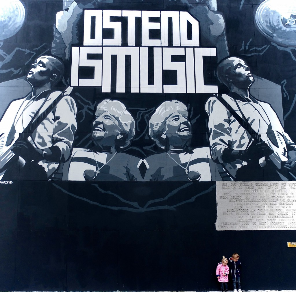 the Crystal Ship street art Oostende: Ostend is music