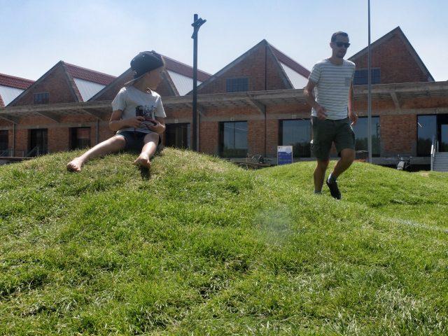 PLAY in Kortrijk, voetbalveld