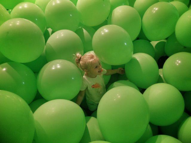 PLAY in Kortrijk: ballonnen in Broeltoren