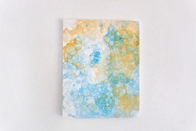 schilderen met zeepbellen en verf DIY