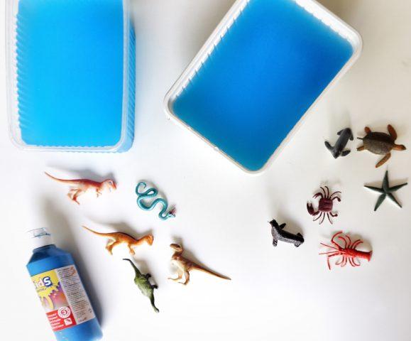 zomer knutselen ijsblok met speelgoed